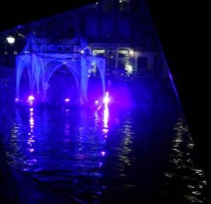 paarsverlicht paviljoen -Belgische inzending