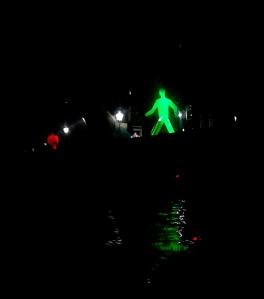 strangers in the night gebaseerd op voetgangerslicht